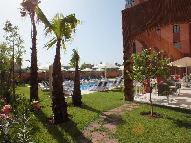 马拉喀什休闲酒店 - 马拉喀什 - 游泳池
