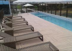 苏阿普黄金海岸城际酒店 - 卡布 - 游泳池