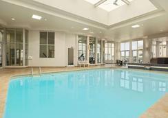 瀑布风景旅程住宿酒店 - 尼亚加拉瀑布 - 游泳池