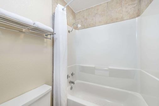布赖恩大学城戴斯酒店 - 大学城 - 浴室