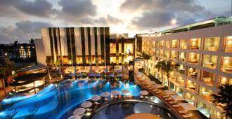 巴厘岛勒吉安斯通酒店,傲途格精选 - 库塔 - 游泳池