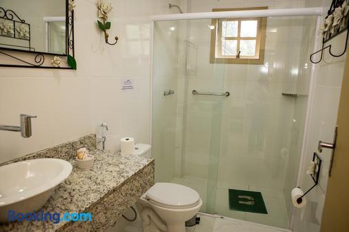 里约佩妮多酒店 - Penedo - 浴室