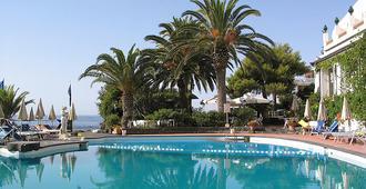 阿拉斯纳岩石酒店 - 贾迪尼-纳克索斯 - 游泳池