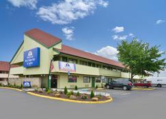 堪萨斯东独立城美洲最佳价值酒店 - 独立城 - 建筑