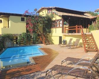 阿托巴斯旅馆 - 阿拉亚尔-杜卡布 - 游泳池