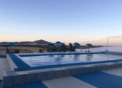 马里亚纳斯达酒店 - 得土安 - 游泳池