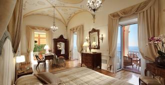 伊克斯西尔维多利亚大酒店 - 索伦托 - 睡房