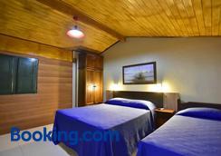 波萨达艾斯塔拉金波尔图酒店 - 阿拉亚尔-杜卡布 - 睡房