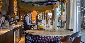 伊姆佩拉托阿巴尔宅邸酒店 - 尼姆 - 酒吧