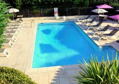 宜必思阿维尼翁南酒店 - 阿维尼翁 - 游泳池
