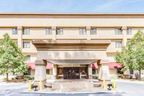 卡拉马祖百摩套房旅馆 - 卡拉马祖 - 建筑