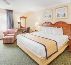 卡拉马祖百摩套房旅馆