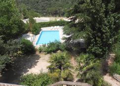 莱斯4索萨斯公寓酒店 - 阿莱斯 - 游泳池