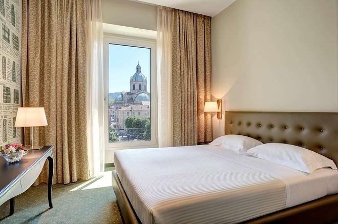宫殿酒店及会展中心 - 科摩 - 睡房