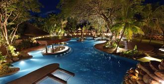 巴厘岛曼德拉海滩度假村 - 库塔 - 游泳池