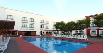 凯勒达罗假日旅馆 - 克雷塔罗 - 游泳池