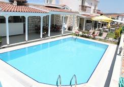 阿拉卡提幸运天使酒店 - 阿拉恰特 - 游泳池