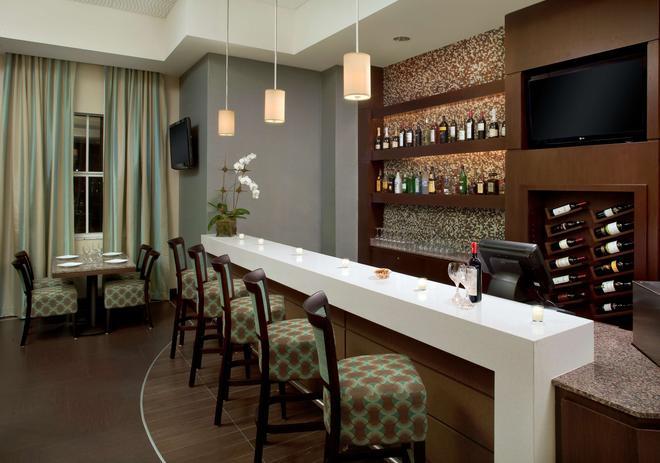 最佳西方迈阿密国际机场精品套房酒店 - 迈阿密 - 酒吧