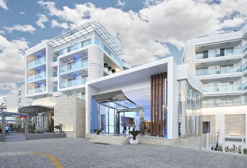 Blue Bay Platinum Hotel - 马尔马里斯 - 建筑