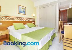 比基尼环球酒店 - 卡拉米洛 - 睡房