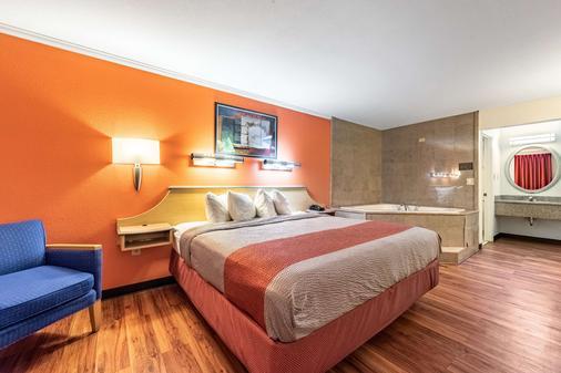 加特林堡大烟山6号汽车旅馆 - 加特林堡 - 睡房