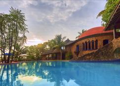 尼拉亚赫米蒂奇酒店 - 阿伯来 - 游泳池