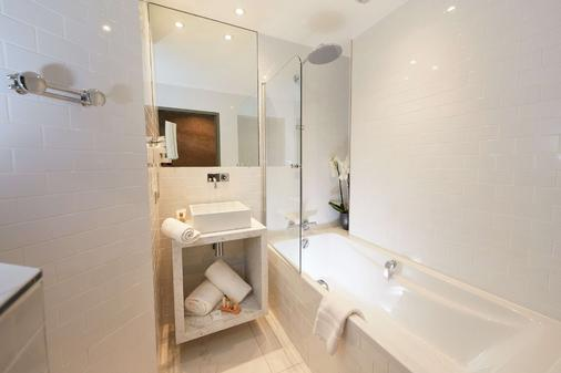 克莱斯西拉西佳plus酒店 - 瓦朗斯 - 浴室
