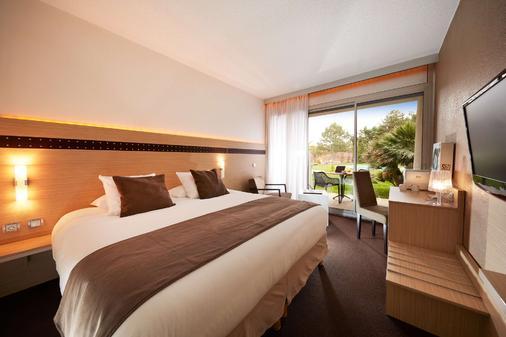 克莱斯西拉西佳plus酒店 - 瓦朗斯 - 睡房
