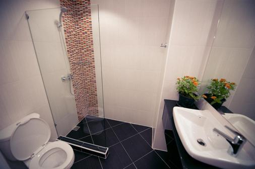 皇家武里南贝斯特韦斯特酒店 - 武里南 - 浴室
