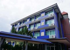 皇家布里拉姆西佳酒店 - 武里南 - 建筑
