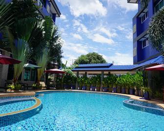 皇家布里拉姆西佳飯店 - 武里南 - 游泳池