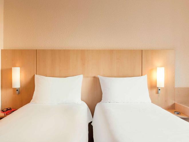 宜必思巴黎拉德芳斯中心酒店 - 库尔布瓦 - 睡房