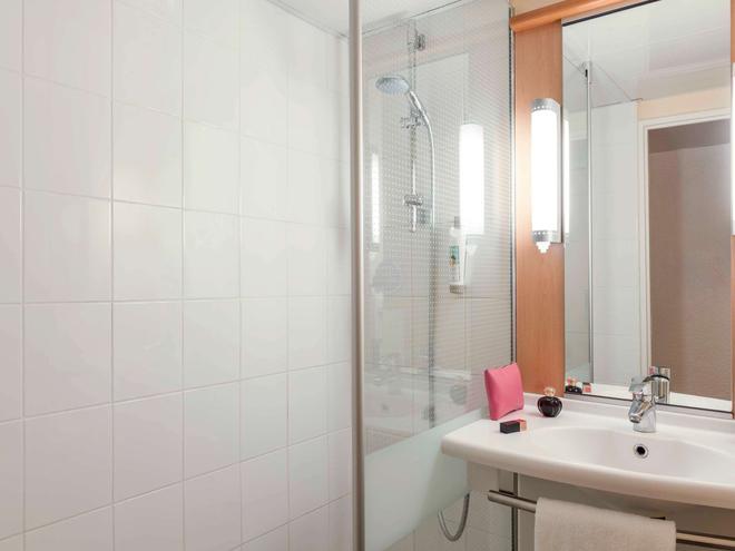 宜必思巴黎拉德芳斯中心酒店 - 库尔布瓦 - 浴室