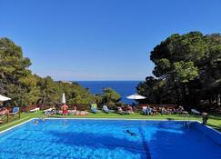 卡拉叶巴达露营酒店 - 滨海托萨 - 游泳池
