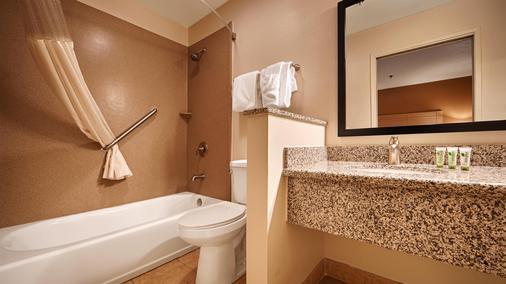 贝斯特韦斯特棕榈阁酒店 - 莫德斯托 - 浴室