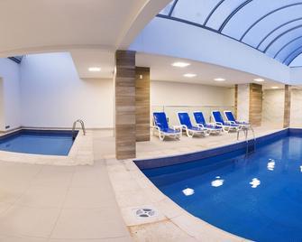 坎布里乌广场酒店 - 巴拉奈里奥-坎布里乌 - 游泳池