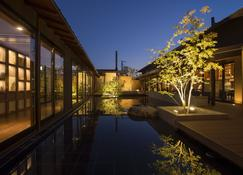 琵琶湖绿水亭酒店 - 大津市 - 游泳池