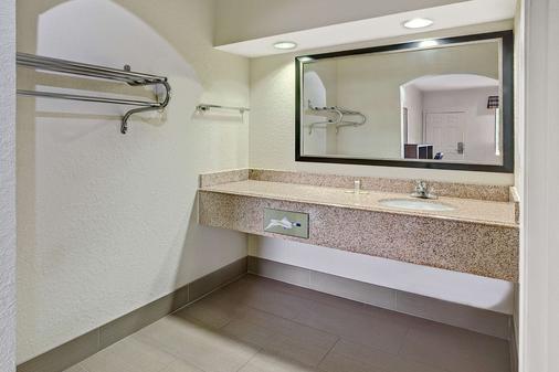 休斯敦霍比机场南速8酒店 - 休斯顿 - 浴室