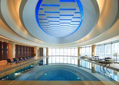 无锡太湖皇冠假日酒店 - 无锡 - 游泳池