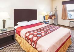 速8酒店卡尔加里机场 - 卡尔加里 - 睡房