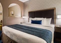 西佳plus伍塔尔萨套房旅馆 - 图尔萨 - 睡房