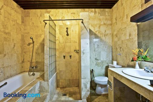 巴厘岛棕榈花园酒店 - 登巴萨 - 浴室