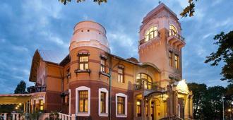 艾蒙德别墅餐厅及酒店 - 派尔努 - 建筑