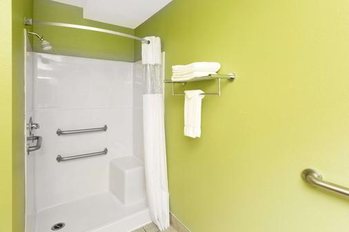 纽波特戴斯酒店 - 新港 - 浴室