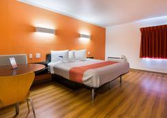 坦帕展览场6号汽车旅馆 - 坦帕 - 睡房