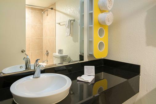 坦帕展览场6号汽车旅馆 - 坦帕 - 浴室