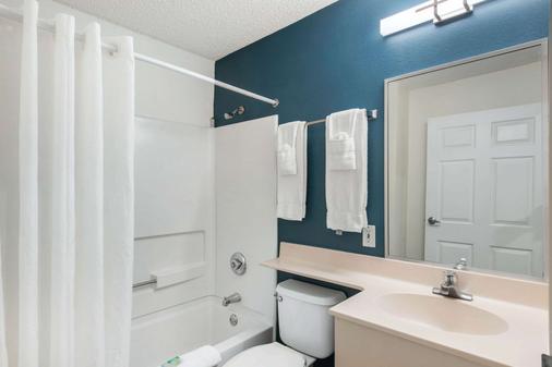 北莱克兰郊区长住公寓酒店 - 莱克兰 - 浴室