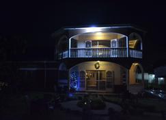 拉菲维家庭旅馆 - 恩德培 - 建筑