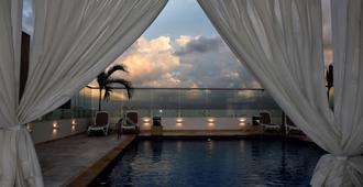 巴兰几亚钻石丽笙酒店 - 巴兰基亚 - 游泳池