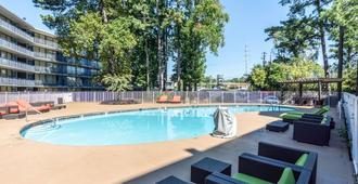 亚特兰大6公寓式酒店- 玛丽埃塔 - 玛丽埃塔市 - 游泳池